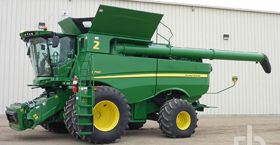 John Deere Combine for sale at Ritchie Bros